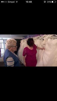 Looking For a dress 👰🏽 #bride #dress #wedding #WomenWants #Zaandam