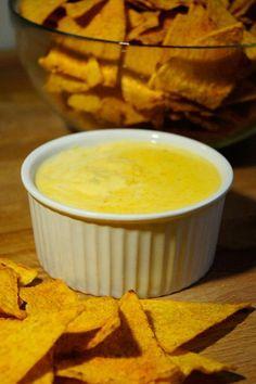 Najlepszy sos serowy do nachosów na ciepło (3 składniki)