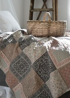 Love the quilt look for guest bedroom!
