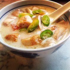 Tom kha gai, suppe Toms, Cheeseburger Chowder, Asian Recipes, Nom Nom, Homemade, Dinner, Cilantro, Dining, Dinners