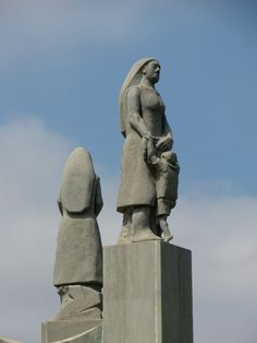 ESCULTURAS: MONUMENTO A LAS MADRES.....TELDE...GRAN CANARIA