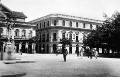 Edifício dos Correios (à direita) em 1910, na esquina da Rua Anchieta com o Pátio do Colégio.