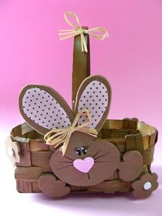 We put cardboard baskets with bunnies. Easter Bunny, Easter Eggs, Cake Boxes Packaging, Rabbit Crafts, Diy Ostern, Easter 2020, Sewing Box, Easter Crafts For Kids, Jar Gifts