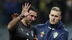 Der traurige Abschied des Gianluigi Buffon Die Torwart-Legende trifft das WM-Aus Italiens doppelt. Er gab sofort nach dem Desaster sein Karriere-Ende bekannt. In Tränen aufgelöst»