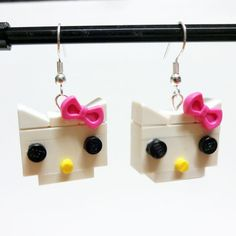 Brick Kitty with Pink Bow Earrings by FoldedFancy on Etsy Lego Jewelry, Bow Earrings, Lego Models, Jewelry Making, Kitty, Bows, Brick, How To Make, Crafts