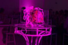 Buquê em caixa de vidro, feito pela equipe de decoração da Bridge Cerimonial