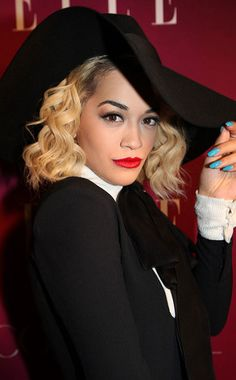 Rita Ora's turquoise mani.