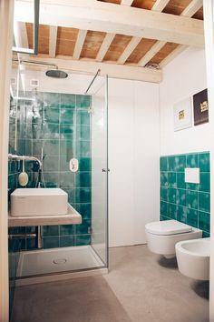 Arredare un bagno piccolo - Bagno piccolo con arredi beidge ...