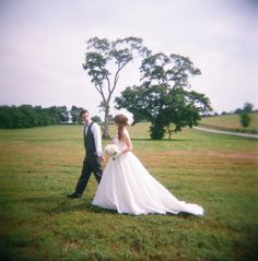 wedding pictures in the country are so gorgeous