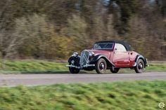 #Citroën #Traction #Cabriolet au rallye du Téléthon de l'Aube. Reportage complet : http://newsdanciennes.com/2015/12/05/retour-au-rallye-du-telethon-darcis-sur-aube/ #ClassicCar #Voiture #Ancienne #Vintage #VintageCar