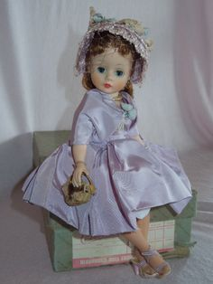 PRETTY Madame Alexander Cissette in Outfit 943 Complete and A/O from ~ GANDTIQUES ~ found @Doll Shops United http://www.dollshopsunited.com/stores/gand/items/1302653/PRETTY-Madame-Alexander-Cissette-in-Outfit-943-Complete #dollshopsunited