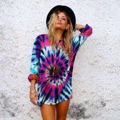Can tie dye really ever go out of fashion? - Rad Shirt - Ideas of Rad Shirt - Can tie dye really ever go out of fashion? Tie Dye Shirts, Cut Up Shirts, Cheer Shirts, Party Shirts, Tie Dye Sweatshirt, Tye Dye, Look 2015, Estilo Hippie, Hippie Chic