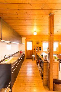 川辺邸には友人がよくやってくる。自由にキッチンを使ってもらえるよう、広々と設計。