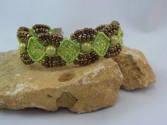bracelet micro macramé chartreuse : Bracelet par les-creations-du-sud