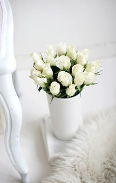 it's not red roses but white roses that I love! So do I!,!!! M.