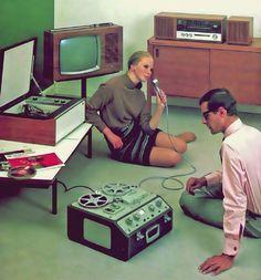 Sideboards - good storage space for oversized vintage karaoke machines Radios, Pub Vintage, Look Vintage, Nostalgia, Hifi Video, Old Posters, Rock Lee, Record Players, Sound & Vision