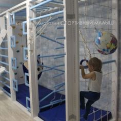 Cool indoor rock walls, monkey bars and kids gym idea. Kids Indoor Gym, Indoor Jungle Gym, Kids Gym, Indoor Activities For Kids, Kids Backyard Playground, Backyard For Kids, Boy And Girl Shared Bedroom, Gym Mirrors, Gym Decor