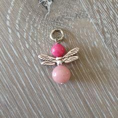 Engel met libelle vleugels van 6mm violet en 8mm zacht roze jade. Van JuudsBoetiek, €2,50. Te bestellen op www.juudsboetiek.nl.