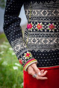 Fair Isle Knitting Patterns, Sweater Knitting Patterns, Knitting Stitches, Norwegian Knitting Designs, Knitting Daily, How To Purl Knit, Lana, Knit Crochet, Creations