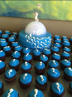 30+Baby+Shower+Cakes+To+Remind+You+That+Childbirth+Is+Actually+Horrifying