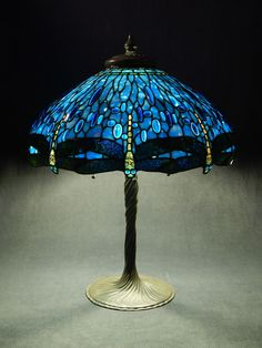 Stained Glass Lamp Shades, Stained Glass Table Lamps, Tiffany Stained Glass, Making Stained Glass, Tiffany Glass, Stained Glass Art, Tiffany Art, Louis Comfort Tiffany, Chandelier Design
