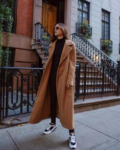 Fantastic winter trends ideas to try right now 37 Long Coat Outfit, Winter Coat Outfits, Camel Coat Outfit, Fall Outfits, Fashion Outfits, Womens Fashion, Fashion Clothes, Outfits Pantalon Negro, Ropa On Line