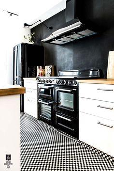Kolme kotia - Three Homes   Tänään on tarjolla moderneja sisustuksia vintagella höystettyinä.     Koti Rutsissa - A Home in Sweden   Alvhem...