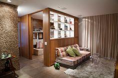 Em espaços integrados, cobogós, cortinas e outros elementos delimitam usos - Casa e Decoração - UOL Mulher