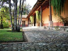 Honduras / Museo de Arqueología Regional de Comayagua / Patio interno de casa estilo colonial.