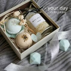 Gift Baskets For Him, Themed Gift Baskets, Birthday Gift Baskets, Mason Jar Christmas Gifts, Cute Christmas Gifts, Mason Jar Gifts, Spa Day Gifts, Best Valentine's Day Gifts, Easy Diy Gifts