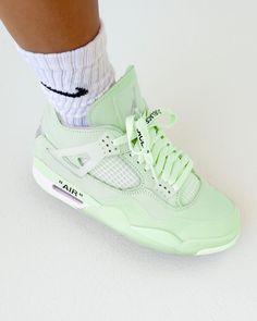 Dr Shoes, Swag Shoes, Hype Shoes, Jordan Shoes Girls, Air Jordan Shoes, Girls Shoes, Shoes Women, White Nike Shoes, Nike Air Shoes