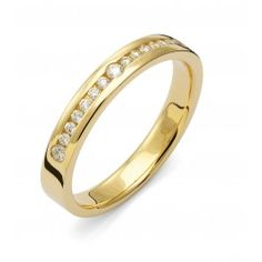 Vacker förlovningsring/vigselring i 18k rödguld från Flemming Uziel i serien Stella Signo. Ringen har 15 stycken diamanter infattade på totalt 0,20ct Wesselton SI. Ringen är 3,5mm bred och 1,8mm hög.  Välj Colorful Love, en 0,01ct färgad diamant som infattas tillsammans med ringarna inskription (på insidan).