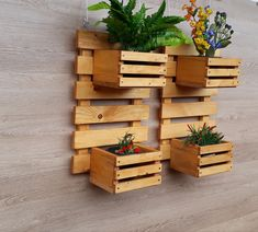 House Plants Decor, Plant Decor, Wooden Planters, Planter Boxes, Diy Wood Projects, Garden Projects, Vertical Garden Design, Garden Yard Ideas, Wall Shelves Design