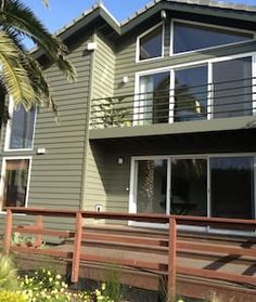 Beach Property w/ views (4 BR 3 B) - House - 4th is an airmattress, but has 3 br $450/night