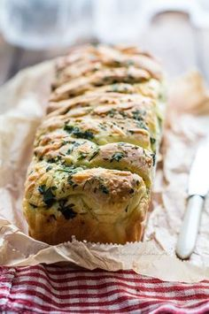 Ivka w kuchni - przepisy, fotografia i stylizacja kulinarna: Odrywany chlebek czosnkowy