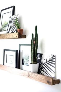 Looking for a fun classy way to bring some summer foliage into your space without the responsibility of watering and pruning? Look no further- I've got ya covered with this series of FREE Palm Printables! Home Living Room, Living Room Decor, Bedroom Decor, Wall Decor, Decor Room, Spring Home Decor, Diy Home Decor, Interior Decorating, Interior Design
