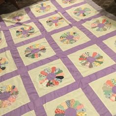 Antique Quilt Top  Dresden Plate pattern by VintageLinen on Etsy