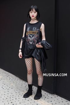 Korean Fashion Trends you can Steal – Designer Fashion Tips Edgy Outfits, Cool Outfits, Fashion Outfits, Street Snap Fashion, Asian Street Style, Korean Fashion Trends, Alternative Outfits, Grunge Fashion, Aesthetic Clothes