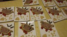 """Notre """"Table champenoise du 30/9/17"""" (2) : En entrée, Paté en croûte du vigneron et sa salade avec la cuvée Haubette champagne Blanc de noirs non dosé Vendanges 2009.  Suivi de cuisses de pintades aux raisins accompagnée d'une poèlée de champignons de saisons et """"potatoes"""" et de la cuvée Abraham Vieilles vignes millésime 2004. Puis d'un plateau de fromages régionaux et enfin d'une bûche aux framboises avec la cuvée audacieuse Champagne Rosé Dry"""