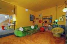 Living Room With Yellow Walls And Brown Furniture Narvik, Studio Loft, 1970s House, Retro Interior Design, 70s Home Decor, 1970s Decor, Shag Carpet, Beige Carpet, Brown Furniture