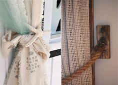 Декор для штор в морском стиле  При желании вы можете пофантазировать на морскую тему и своими руками украсить шторы рыболовными сетями, завязками или держателями, декорированными ракушками, морскими звездами или канатными веревками
