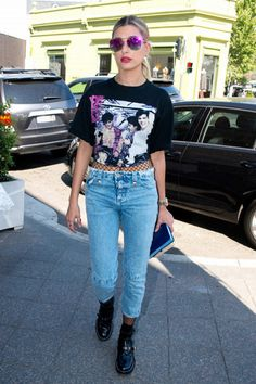 Hailey Baldwin is in Sydney with ModelCo. Check out all the outfits she's worn so far, including a new way to style your jeans. Estilo Hailey Baldwin, Hailey Baldwin Style, Haley Baldwin, Fishnet Trend, Cool Outfits, Casual Outfits, Glamour, Models Off Duty, Celebrity Look