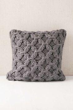 Käsityöt - Kauneuden ja käytännöllisyyden luominen // Knitting - Creating beauty and practicality