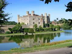 Leeds Castle, dubbed the loveliest castle in the world. It is equipped with medieval suits of armour and coats of arms enough to be atmospheric. Nevertheless, there are a great many more fine castles in Europe with more ornate and resplendent features. Leeds Castle, Knight In Shining Armor, Castle In The Sky, Historical Architecture, Cathedrals, Coat Of Arms, Genealogy, Cottages, Enchanted