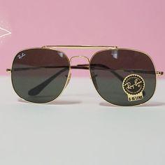 WINNER - Le modèle General de @rayban est à remporter ce samedi à #reims: participer à notre jeu concours et obtenez le plus de likes sur Facebook ! 🤗  --> Le principe: prenez vous en photo avec la shooting box présente dans le centre commercial Fnac avec une #rayban et la photo qui obtient le plus de likes remporte une paire de lunettes de soleil (1 modèle homme ou 1 modèle femme  #clindoeilopticiens #tirageausort #cadeau #rayban #8decembre