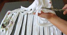 Elle coupe un vieux t-shirt... Ce qu'elle en fait est astucieux !