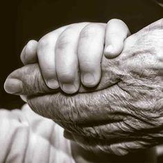 Alzheimer, Holding Hands, Rings For Men, Instagram, Kids Fashion, Dementia, Fingers, Relationships, Wellness