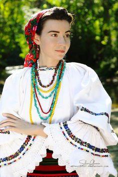 Frumusețea autentică a româncelor, surprinsă de o bistrițeancă pasionată de fotografie și port tradițional (GALERIE FOTO) | ObservatorBN Costumes, Fashion, Moda, Dress Up Clothes, Fashion Styles, Fancy Dress, Fashion Illustrations, Men's Costumes, Suits