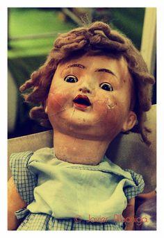 Antigua muñeca de porcelana.