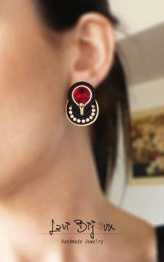 Small soutache earring with Swarovski Soutache Earrings Soutache Bracelet, Soutache Jewelry, Beaded Jewelry, I Love Jewelry, Metal Jewelry, Jewelry Making, Black Earrings, Diy Earrings, Shibori